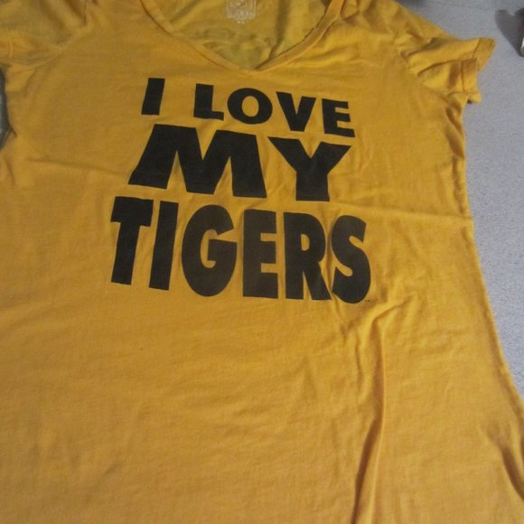 I love my tigers T shirt size  XL